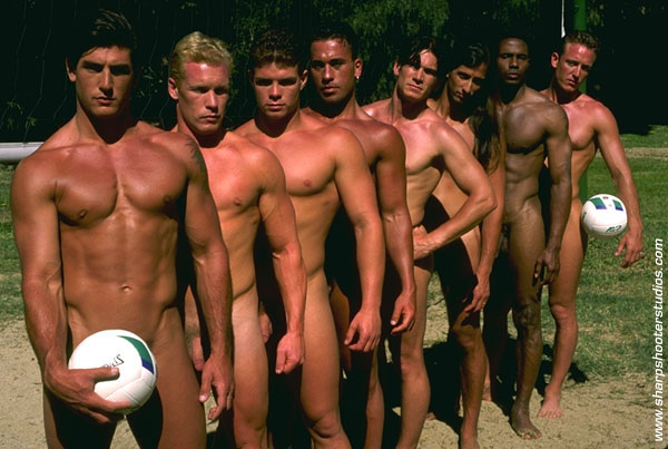Naked boys playing volleyball — pic 13